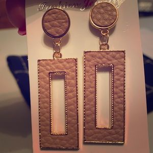 Light pink leather look earrings w/Rose gold trim